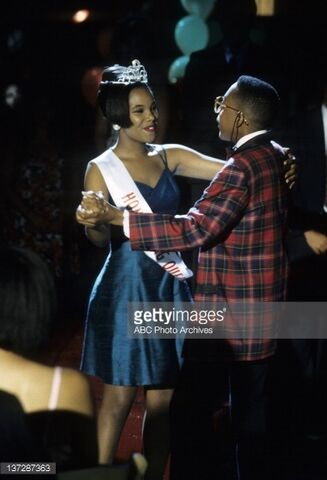 File:Laura and urkel dance to the music.jpg