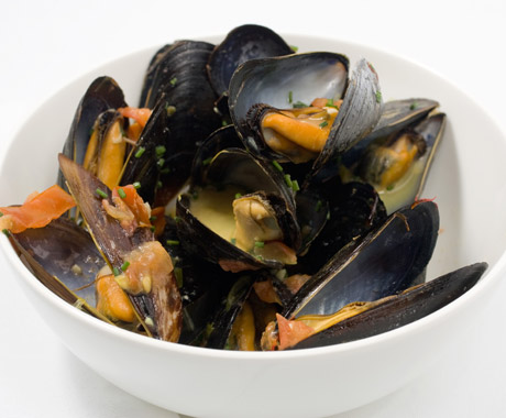 File:Mussels in Saffron and White Wine Broth.jpg