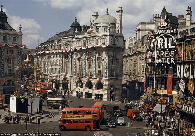 File:The Queen's ascension celebrations, Centre Square, 1952.jpg