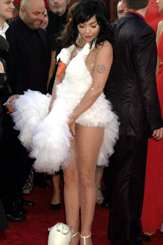 File:Bjork-swan-dress3.jpeg