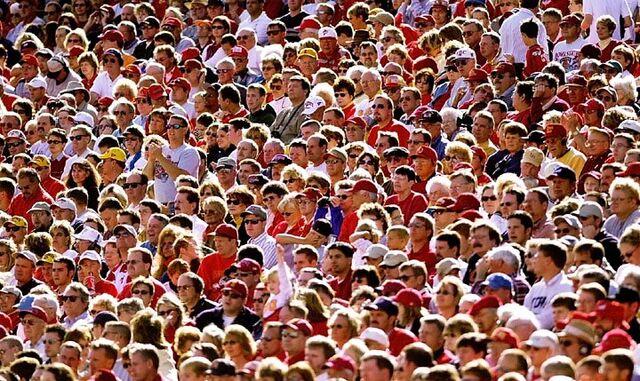 File:Crowd-702052.jpg