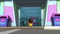 Chum Chum goes back into the Frosty Mart s2e11a