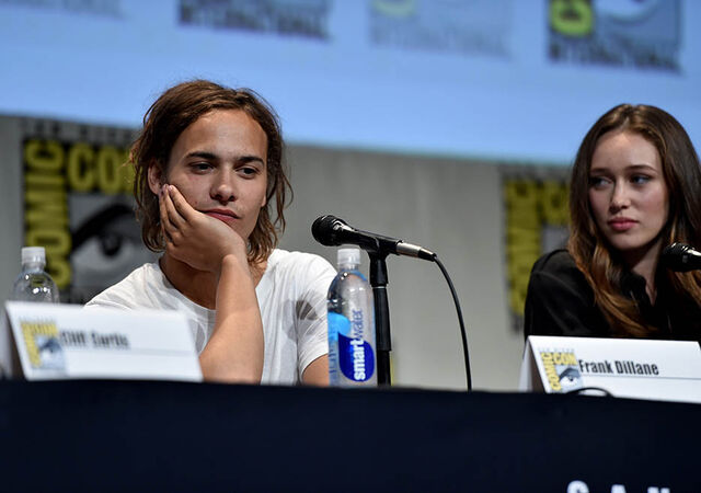 File:Frank Dillane and Alycia Debnam-Carey SDCC2015.jpg