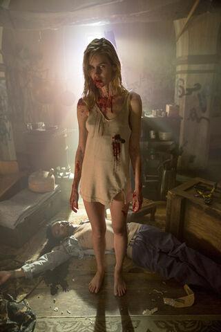 File:Gloria (Fear the Walking Dead).jpg