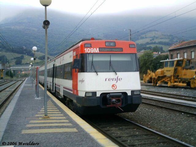 Archivo:Tren cercanias.jpg