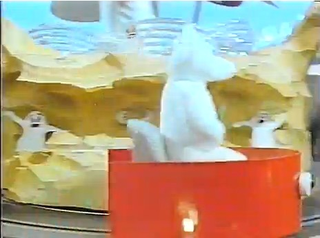 File:Polar Bear on Train.jpg