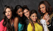 06-fifth-harmony-02-portraits-1300x760-650x380