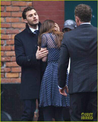 File:Fifty-shades-darker-set-photo-36.jpg