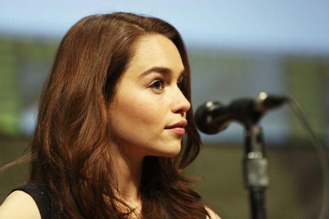 File:Emilia clarke comic con.jpg