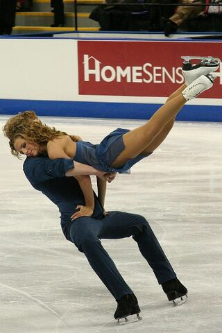 File:Trina Pratt & Todd Gilles Lift - 2006 Skate Canada.jpg