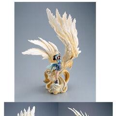 Rinoa and Siren statue.