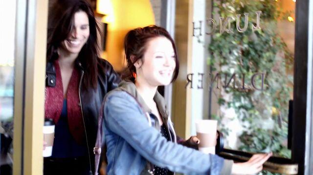 File:1x01 16 Lori, Carter (flashback).jpg