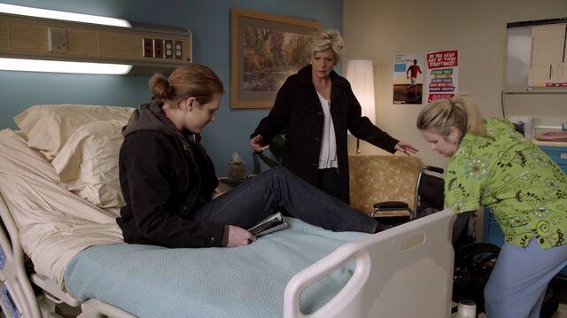File:2x01 79 Max, Joan, nurse.jpg