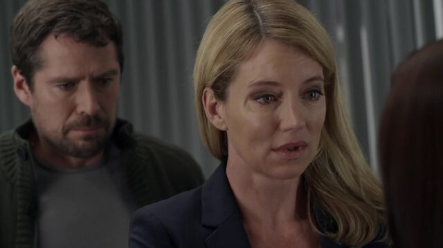 File:1x01 14 David, Elizabeth, Carter.jpg