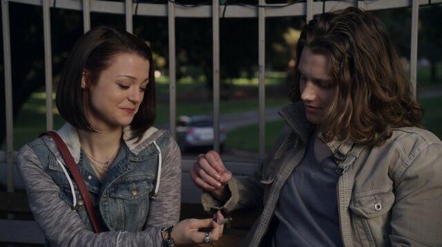 File:1x01 47 Carter, Max.jpg
