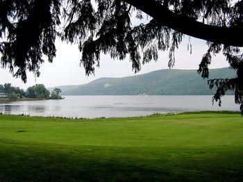 Lake Otsego - tree lawn (569771960)