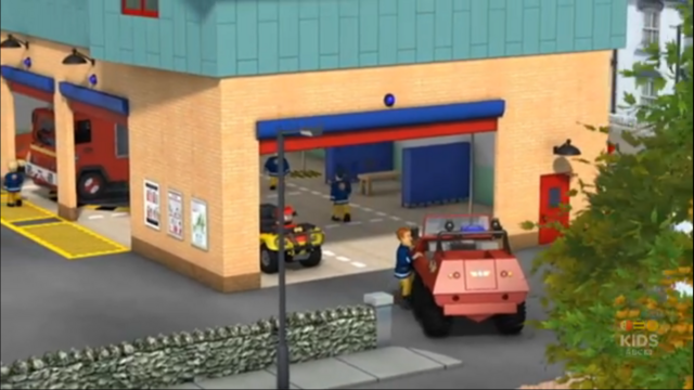 File:Sam parks Hydrus into the Fire station bay.png
