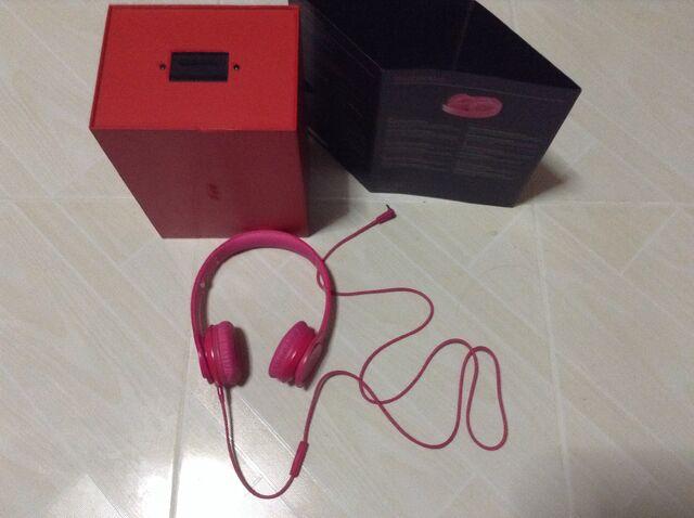 File:My new headphones.jpg