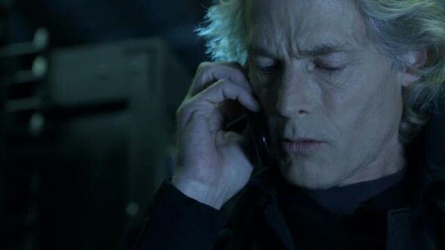 File:1x17 Frost Talks to Mark.jpg