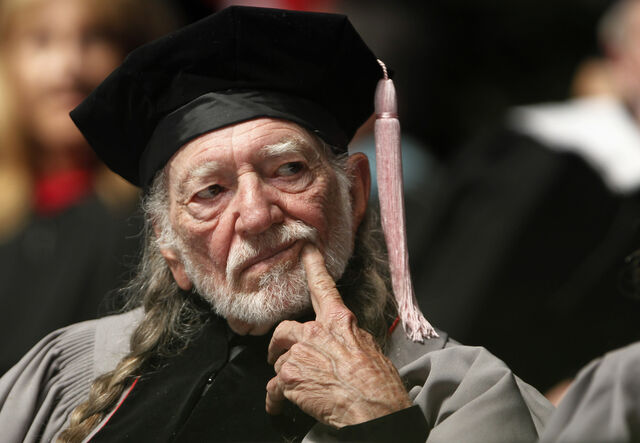 File:Willie-nelson-studies-deeply-before-picking-tour-openers.jpg