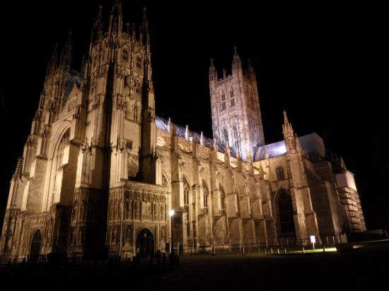 File:Canterbury-cathedral.jpg