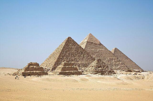 File:All Gizah Pyramids.jpg