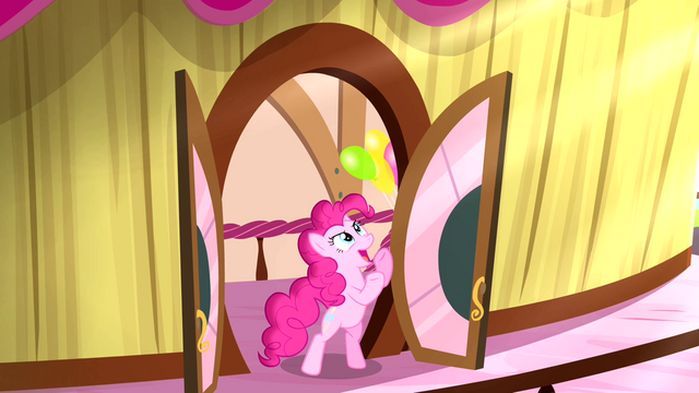File:Pinkie 'the time of their life' S4E12.png