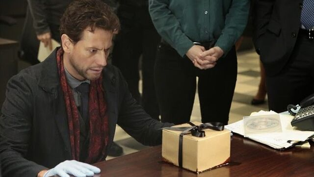 File:6 - Henry bleeding box.jpg