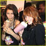 Zendaya-bella-milkshakes-shake