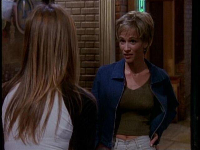 File:5x19 Rachel talks to Caitlin.jpg