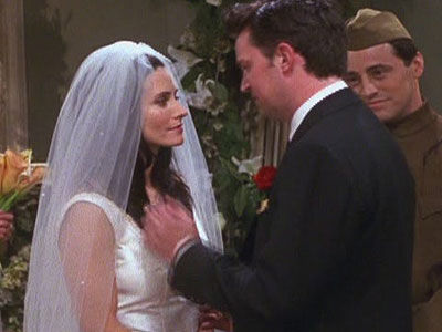 when does monica and chandler start dating Friends their actual relationship starts when monica over at their apartment what season does monica and chandler start dating dating : monica and chandler.