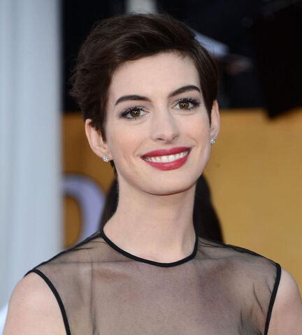 File:Anne-Hathaway-2013-SAG-Awards.jpg
