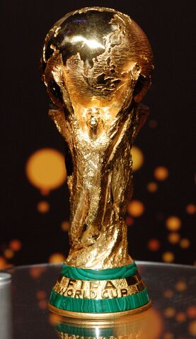 Archivo:FIFA World Cup trophy (unedited).jpg