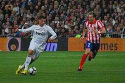 250px-Cristiano Ronaldo y Diego Forlán