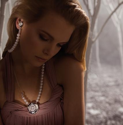 File:Earphone jewel.jpg