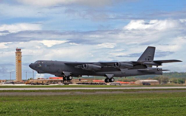 File:B-52 Stratofortress Takeoff.jpg