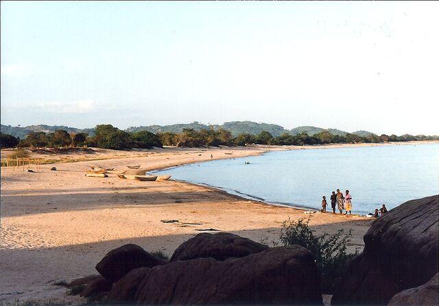 File:Mwaya Beach, Malawi.jpg
