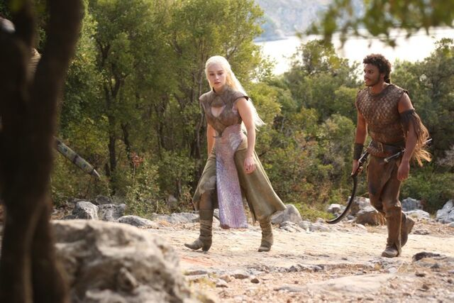 File:Game-of-Thrones-game-of-thrones-32355155-800-534.jpg