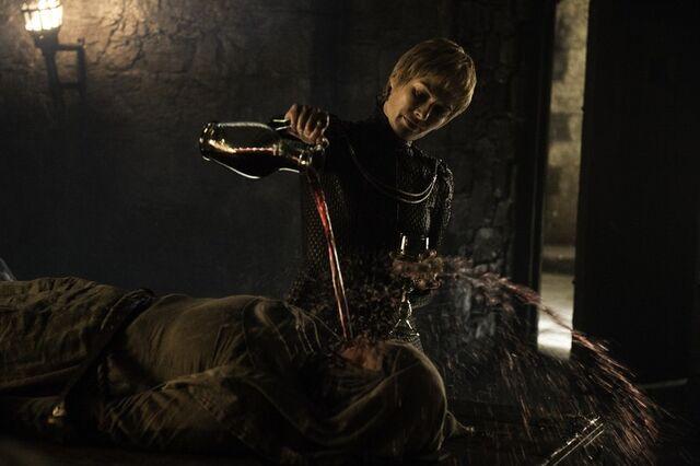 File:Cersei pouring wine in unellas face.jpg