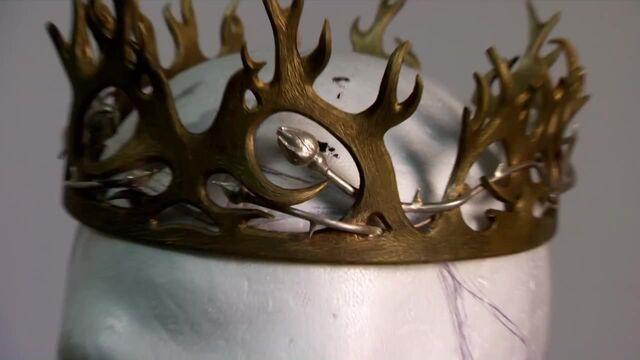 File:402 Joffrey crown behind the scenes.jpg