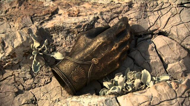 File:Jaime's golden hand full detail.jpg