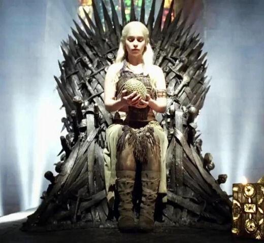 ファイル:DaenerysDragonEggThrone.jpg