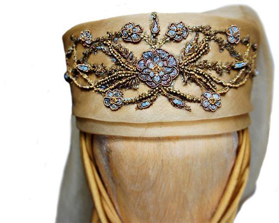 File:Olenna, Purple Wedding headpiece.jpg