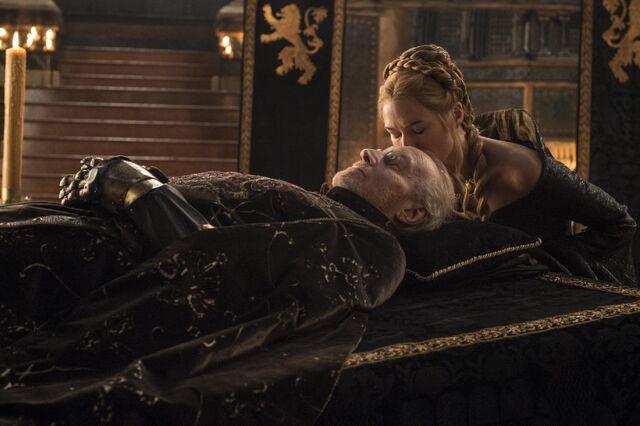 File:501 Tywin funeral Cersei kiss.jpg