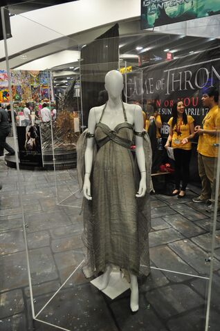 File:Wondercon-costume-daenerys.JPG
