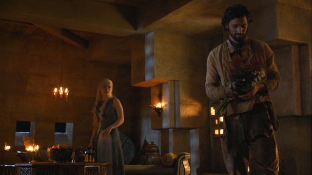 File:Daario visits daenerys.png