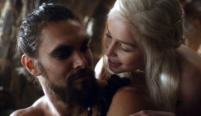 File:Drogo Dany Season 1.jpg