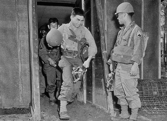 File:Enlisted Men Of The 442nd Infantry Regiment Exiting A Gas Chamber With M3-10A1-6 Lightweight Service Masks.jpg