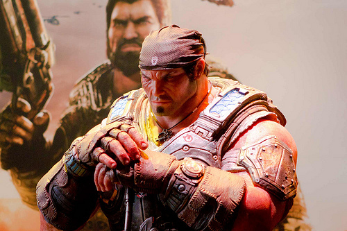 File:Close up of Marcus Fenix Statue GOW 3 at E3.jpg