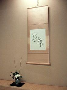 File:220px-Hanging scroll and Ikebana 1.jpg